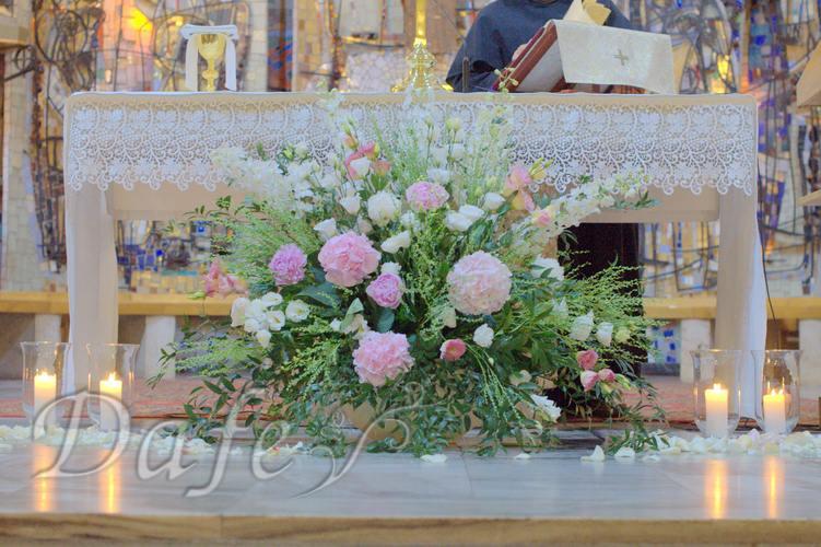 088_kompozycja_przed_oltarzem