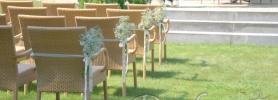 007-slub_w_plenerze_dekoracja_krzesel_gipsowka