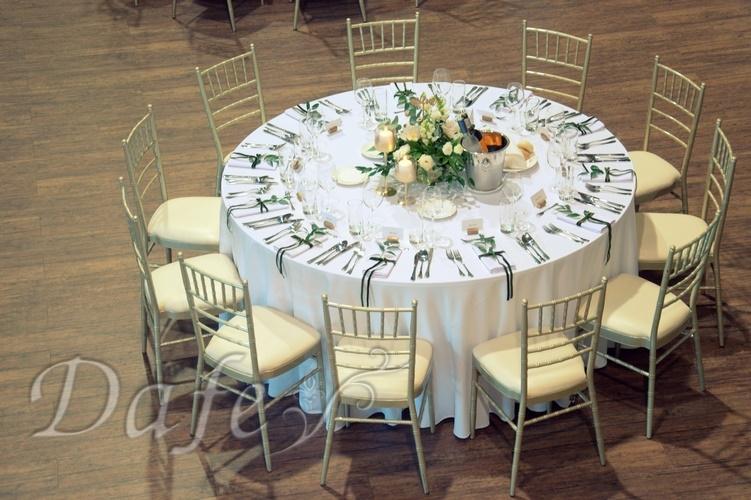 zielona sciana_06 krzesla bankietowe chiavari.NEF