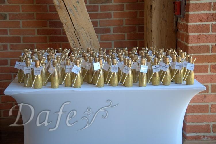zielona sciana_15 szampany dla gosci.NEF