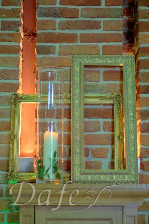 zielona sciana_17 ramki zlote.NEF